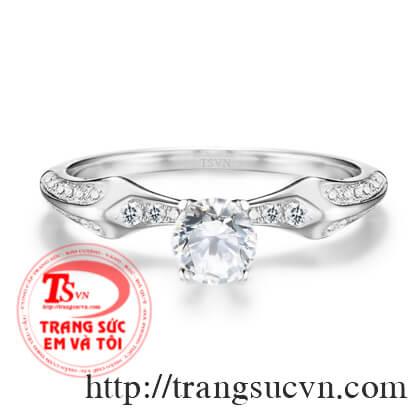 Nhẫn đính hôn kim cương thiên nhiên