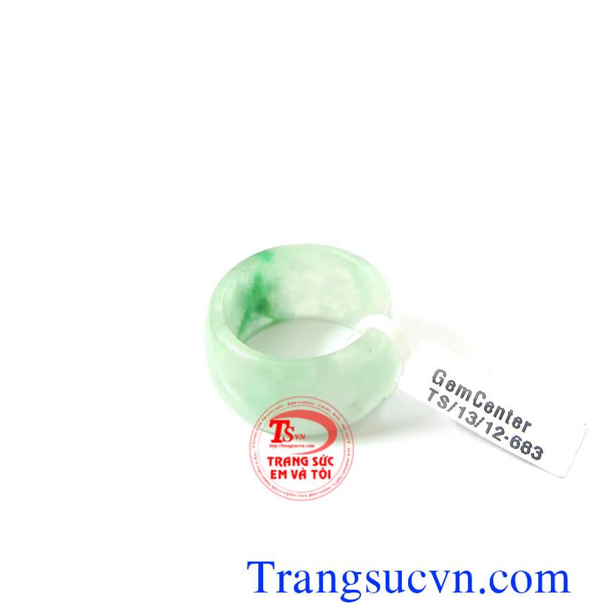 Nhẫn ngọc thiên nhiên jadeite