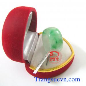 Nhẫn đá quý cẩm thạch