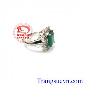 Nhẫn nữ đá Emerald vuông
