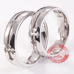 Nhẫn cưới chạm Thánh Giá
