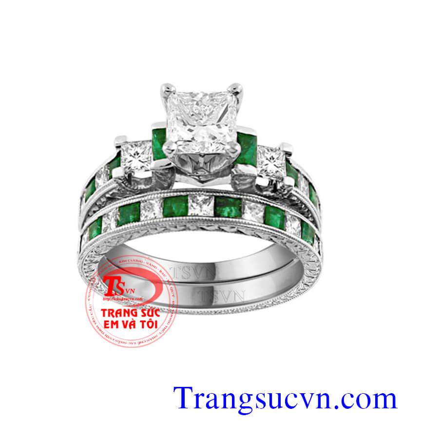 Nhẫn cưới gắn đá emerald thiên nhiên