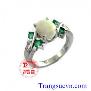 Nhẫn nữ gắn đá opal lửa