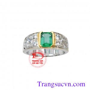 Nhẫn nam vàng trắng ngọc lục bảo và kim cương