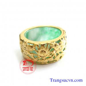 Nhẫn cẩm thạch rồng vàng