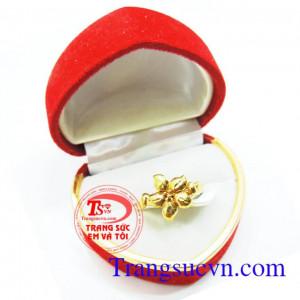 Nhẫn nữ hoa vàng tươi