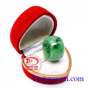 Nhẫn Jadeite thiên nhiên