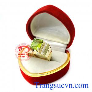 Nhẫn nam vàng Peridot cho Mệnh Hỏa