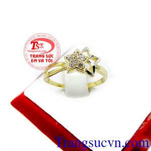Nhẫn nữ vàng ngôi sao đá đẹp