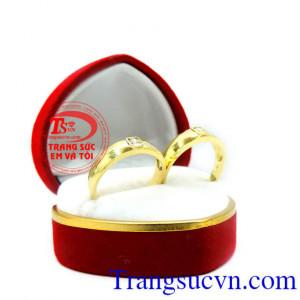 Cặp nhẫn cưới vàng tây kim cương