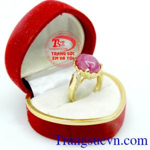 Nhẫn nữ ruby màu nhiệm