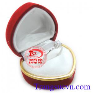 Nhẫn nữ vàng trắng đính kim cương 18k