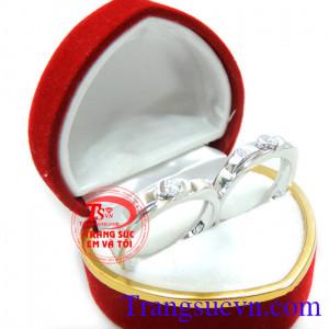 Nhẫn cưới vàng trắng đính kim cương đẹp