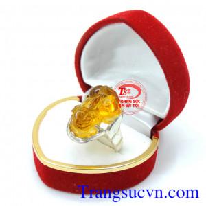 Nhẫn nữ tỳ hưu bạc đá màu
