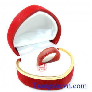 Nhẫn ngọc ngón út đỏ
