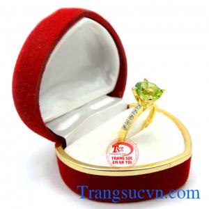 Nhẫn nữ đá perodot cá tính