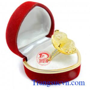 Nhẫn thạch anh vàng tỳ hưu bọc vàng 14k