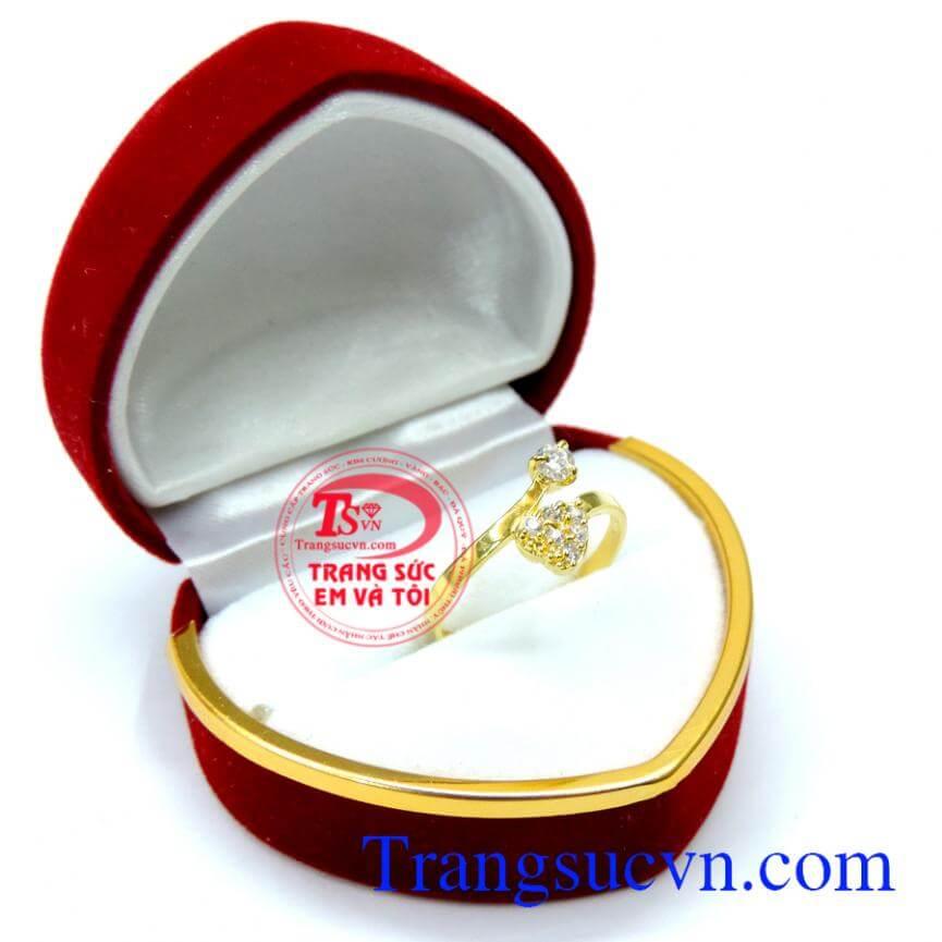 Nhẫn nữ vàng trái tim kết hợp đá