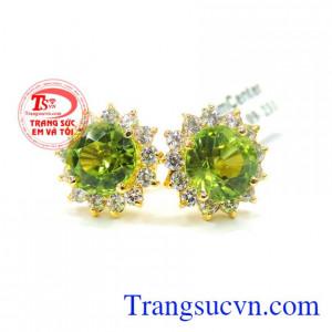 Bán Hoa tai đá peridot thiên nhiên đẹp có giấy kiểm định vàng và giấy kiểm định đá quý kèm theo hoa tai vàng tây gắn đá peridot thiên nhiên 100%.