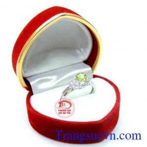 Nhẫn nữ đá quý peridot cá tính