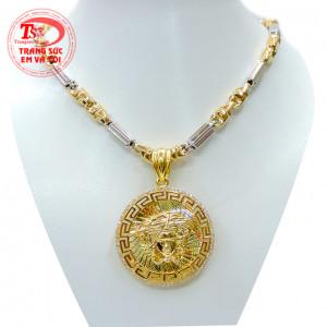 Mặt Versace dây chuyền vàng