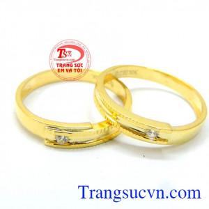 Nhẫn cưới sang trọng vàng 10k là minh chứng tình yêu cho đôi trai gái yêu nhau thể hiện được sự yêu thương tình chung thủy của đôi trai gái trao cho nhau