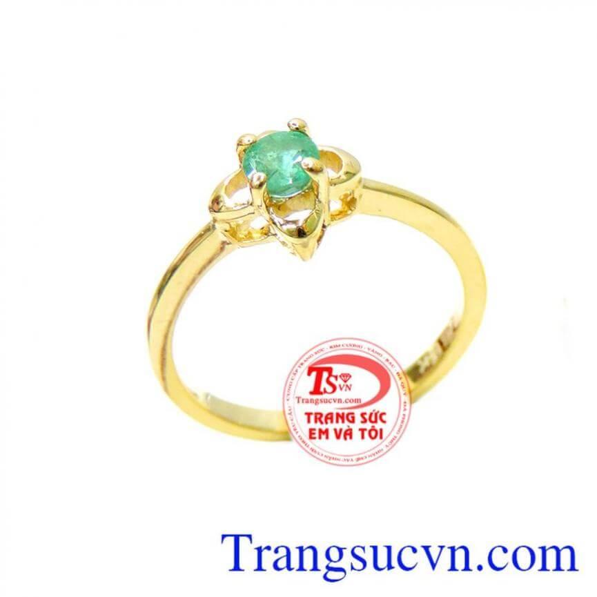 Nhẫn nữ emerald đeo sáng đẹp