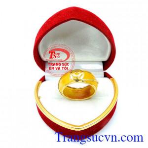Nhẫn ngọc bọc vàng tiền tài