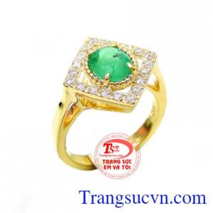 Nhẫn nữ emerald đeo hợp mệnh