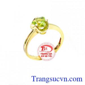 Nhẫn nữ peridot hợp mệnh mộc