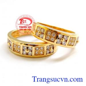 Nhẫn vàng 18k kết trái yêu thương
