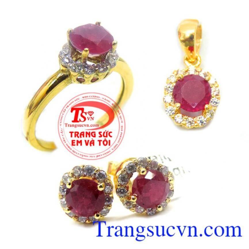 Bộ Nhẫn Mặt Hoa Tai Vàng Ruby