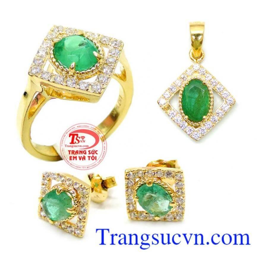 Bộ Nhẫn Mặt Hoa tai Emerald