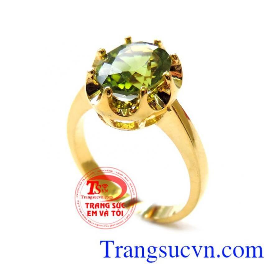 Chiếc nhẫn nữ Peridot hộ mệnh
