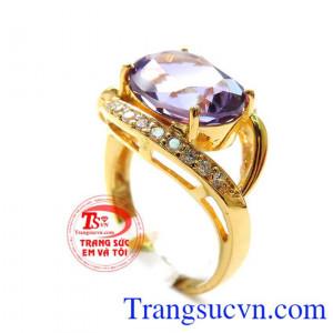 Chiếc nhẫn Thạch Anh Tím phong thủy