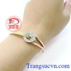 Chiếc vòng tay xinh xắn là một món trang sức luôn được phái nữ ưa chuộng. Vòng chanel xinh