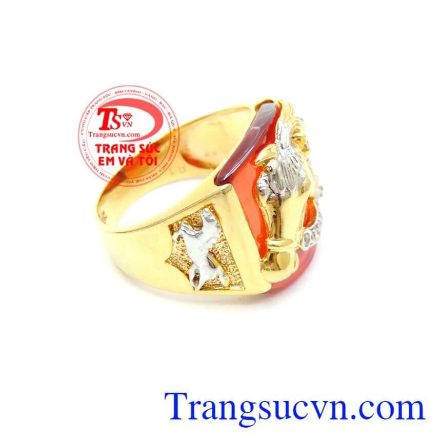 Nhẫn Nam Ngựa Vàng Đá Đỏ 10k thiết kế chạm nổi ngựa vàng trên nền đá đỏ, mang lại phong cách cá tính cho phái mạnh.Sản phẩm bảo hành 6 tháng giao hàng toàn quốc.