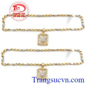 Mặt Nam Đại Bàng 10k Dũng Mãnh kết hợp cùng với dây chuyền vàng tạo thành bộ trang sức nam tuyệt vời