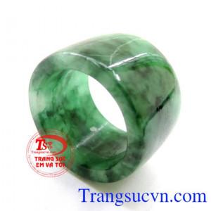 Chiếc Nhẫn Jadeite Sơn Thủy