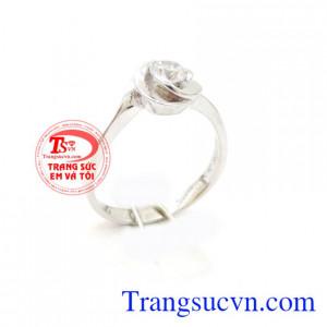 Nhẫn nữ hoa hồng cầu hôn
