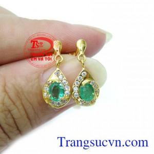hoa tai đá emerald nữ còn là món quà đầy ý nghĩa dành tặng cho bạn bè, người thân, người thương của mình đeo cá tính thời trang,Hoa Tai Vàng 18K Emeral Quyền Quý