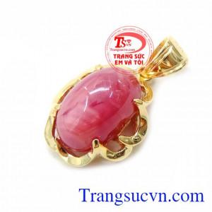 mặt nữ vàng 14k bọc đá quý ruby thiên nhiên, thiết kế đơn giản, bản thân vàng và ruby đã làm nổi bật lên sự tinh tế cũng như vẻ đẹp sang trọng khó cưỡng lại được. Mặt Dây Chuyền Ruby Tự Nhiên Hình Bầu