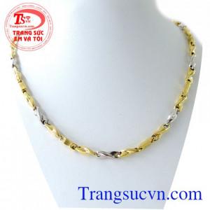 Chiếc Dây chuyền kiểu cách nam tính, chiếc Dây chuyền vàng dành cho nam đeo cùng mặt dây chuyền vàng
