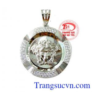 Mặt Versace trắng 10k dành cho nam thể hiện đẳng cấp phái mạnh kiểu dáng mạnh mẽ và sang trọng được nhiều người ưa chuộng