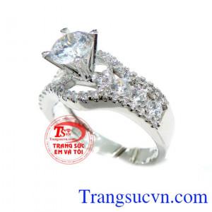 Chiếc nhẫn vàng hàng hiệu