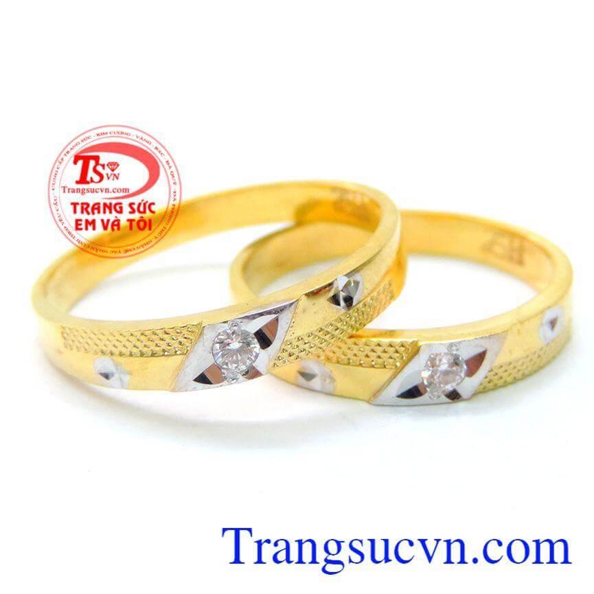 Đôi nhẫn cưới gắn đá tinh xảo