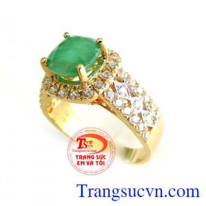 Nhẫn vàng ngọc lục bảo