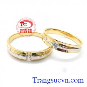 Đôi nhẫn cưới đính đá tình yêu