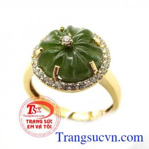 Nhẫn hoa mai bọc vàng