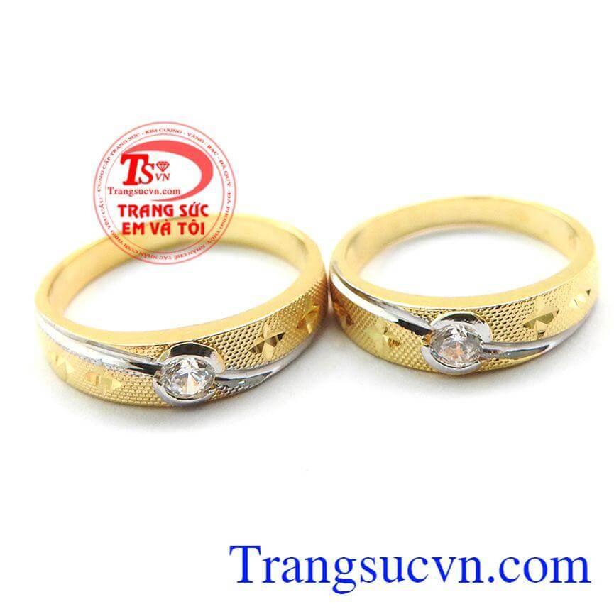 Nhẫn cưới bên nhau